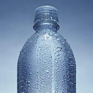 Muffa e condensa in casa - Goccioline d'acqua su bottiglia